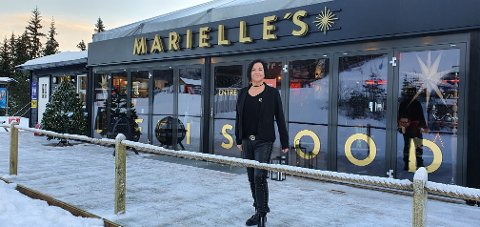 KLAR: Marielle Faldmo er klar med sin nye snackbar i Høgegga. Nå venter hun bare på at det skal komme nok snø så denne delen av Trysilfjellet kan åpnes, og hun kan ønske sine gjeste velkommen.