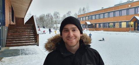 FLUU SATSING: Martin Bråten (25) fra Trysil slutter som elevveileder på Innbygda skole for å satse for fullt på musikken sammen med sin kamerat, Christopher Åsheim (24).