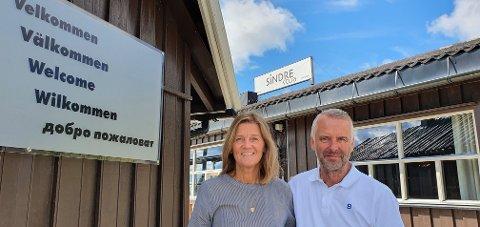 SELGER: Ekteparet Åsa og Klas Ahlqvist selger Sindrestua etter 19 år.