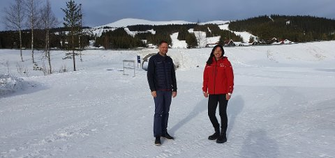 GRATIS: SkiStar, her ved Helge Bonden og Turid Backe-Viken, tilbyr alle tryslinger en gratisdag i alpinanlegget.