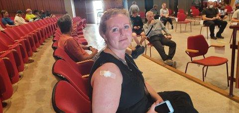 FERDIGSTUKKET: Bibbi Nybø (46) var en av dem som fikk sin første vaksinedose i Trysil torsdag.