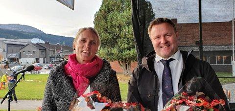 STOLTE: To stolte vinnere av Trysil-Knut prisen; Trysils kommuneoverlege Hanna Rydlöv og assisterende helsedirektør Espen Rostrup Nakstad.