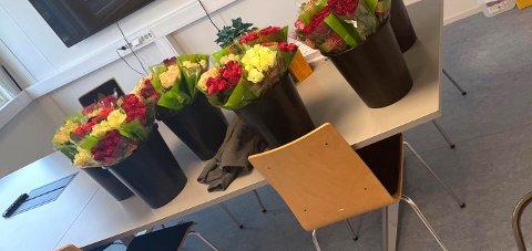 Rema 1000 på Teie syntes folka på testsenteret fortjener blomster og mer til.