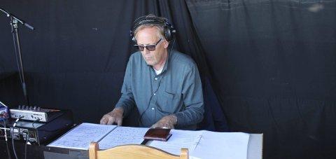 MUSIKKEN: Musikeren og teaterkomponisten Guttorm Guttormsen har laget musikken til Nesjarspelet. Han spiller under forestillingene.