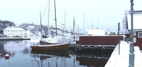 BÅTPLASSER: Ved Rådhusbrygga Nord på Øya i Brevik er det behov for lengre utriggere til båtplasser for større seilbåter som har fast plass.
