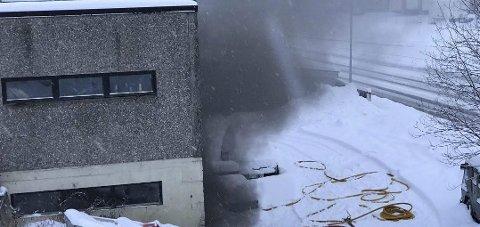Brann: 2. januar begynte det å brenne i lagerbygget i Strandgata. FOTO: VIKTOR LEEDS HØGSETH
