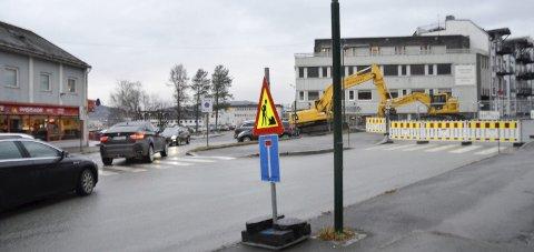 STENGT: Sørlandsveien er nå stengt, mens Fridtjof Nansens gate har åpnet etter å ha vært stengt i flere uker. Foto: Gøran O. Pedersen