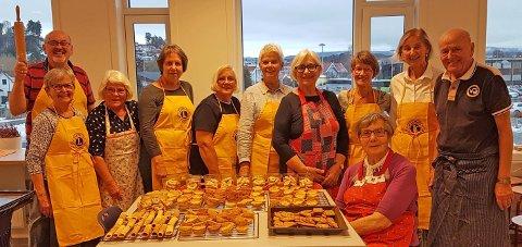 Glade bakere i Lions Club Hønefoss etter en vellykket dugnad.