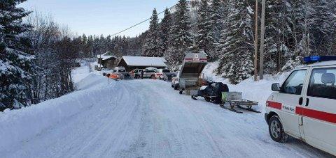STEINSBØLE: Fra basen ved Steinsbøle ble redningsoperasjonen koordinert. Bildet er tatt mens de fire snøscooterpatruljene er på vei inn til turgåeren ved Store Nivtjønn. (foto : Røde Kors)