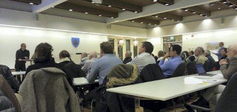 MANGE: Røyken bondelag stilte mannsterke på møtet med kommunen på rådhuset sist uke.