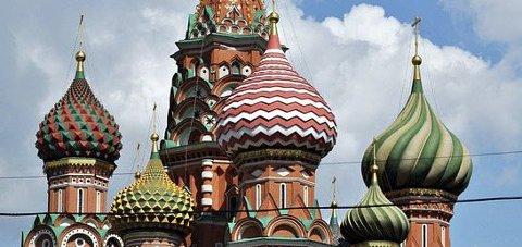 VELKJENT: Katedralen i St. Petersburg er et velkjent landemerke. (Foto: St. Petersburg Turistkontor)