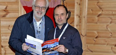 UT PÅ TUR: Per Olav Berg i Røyken Historielag og guiden Igor Mulev tar med historielagets medlemmer på tur til Gardariket.Foto: Innsendt
