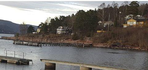 LA STÅ: Buskerud fylkeskommune anbefaler Hurum kommune å la pelebrygga bli stående slik den er i dag.