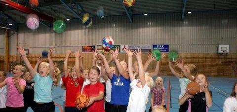 MANGE BALLER I LUFTA: I 2010 arrangerte Graabein håndballskole for første gang. Det ble godt mottatt. Arkivfoto