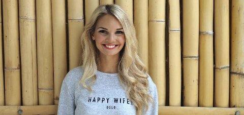 GRÜNDER: Helga Stormo (26) fra Spikkestad var med å starte klesmerket «Happy Wifey». Foto: Innsendt