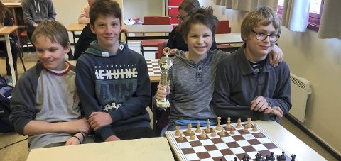 Sjakkmestere: Stian Kammersten-Børresen, August Langsø Lien, Oscar Pieslinger og Erik Kammersten- Børresen.Foto: Innsendt