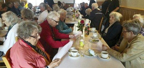 LUNSJGJESTER: 35 eldre hjemmeboende var invitert til lunsj i anledning Lions Club Internasjonals 100-årsmarkering.