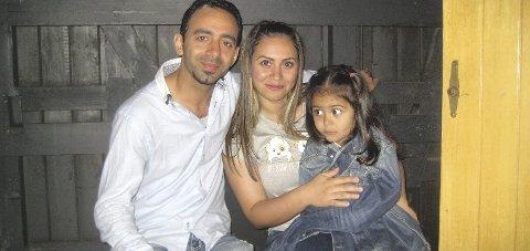 PÅ PLASS: Den syriske familien med Mohammad, Johana og Lurin har fått et hjem i Hurum. Foto: Innsendt
