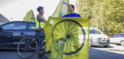 SNART: Bård Løtveit (t.v.) og medarrangør Armand Lengali drar i gang sykkelaksjon i Hurum i år også.Arkivfoto: Bente Elmung