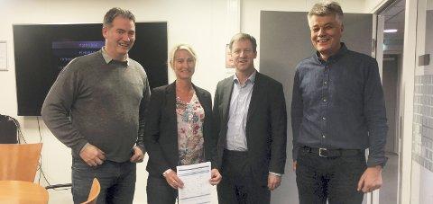 Avtale inngått: Alf Kaare Stokker (REAS), Kristin Høili fra Multiconsult, Per Morstad (rådmann Røyken) og Ola Mæhlum (REAS).