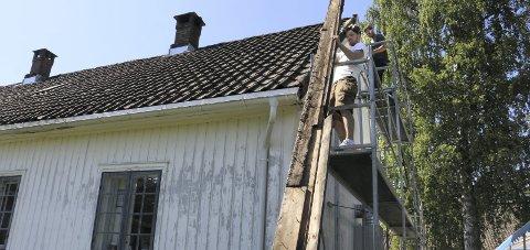VERNEVERDIG: Her får verneverdige Sætre gård nye vindskier. Arkivfoto