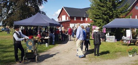 GJENTAR SUKSESSEN: Rundt 500 personer fant veien til fjorårets markedsdag.foto: Venneforeningen