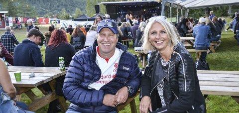 Party: Arrangørene Håvard Skjelbred og Mona Gran Sukke er fornøyd med årets Sensommerparty på Haugarplassen. Foto: Paal E. Nygaard