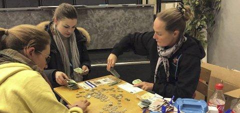 Suksess:  Skagerak-russen gikk med bøsser for kreftsaken, og fikk inn totalt 23.000 kroner. Foto: Kjeld Jørgen Glittenberg