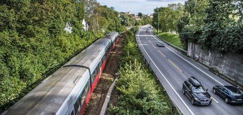 Bane Nor tar ikke sjansen på vedlikeholdsarbeid på Østfoldbanen på grunn av skogbrannfaren.