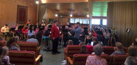 Godt Besøkt: Cirka 100 barn og voksne var i Greåker musikkhus sist søndag, for å høre Kai Robert og Greåker musikkorps.foto: Privat