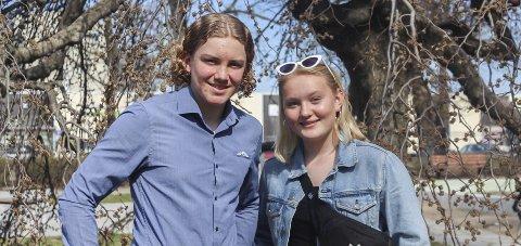 Spente ungdommer: Tor Anders Skeide (14) og Ingeborg Haugland (13) synes det er rart å tenke på at de snart skal møte kongen.