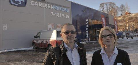 ÅPNER I BØ: Carlsen og Fritzøe åpner i Bø. Det gir 10–12 nye arbeidsplasser i bygda. Harald Særsland og Kirsten Kaasin gleder seg.
