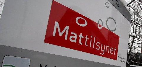 – Kast den i søpla: Mattilsynet advarer mot spekepølser under produktnavnet Rogers spekemat.