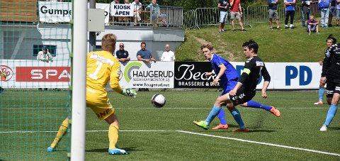 MÅLKONGEN: Tobias Lauritsen scoret to ganger i Vålerengas internkamp. Odd har sikret seg opp mot 30 prosent av et salg fra Pors.