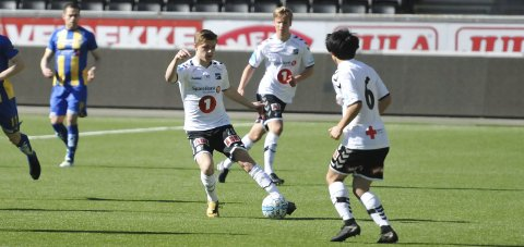 SCORET: Marius Bustgaard Larsen sendte Odd 2 i føringen, men kampen i Hønefoss endte 2-2. FOTO: KRISTIAN HOLTAN
