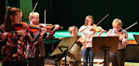 Gjemnes strings fra kulturskolen ved Dina Gildestad fra v.,lærer Geir Heggdal, Aasmund Aarset, Ingeborg Holm og Petter Ødegård