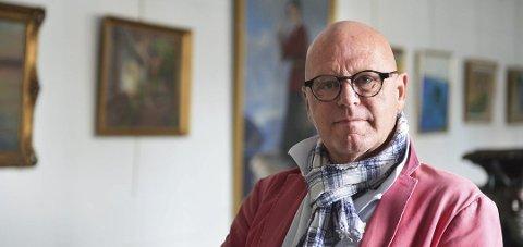 BÅDE UNDER– OG OVERSKUDD: Daglig leder for Ulving kunsthandel og styrets leder for Øvre langgate 20, Einar-Tore Ulving, er fornøyd med fjorårets årsresultat.