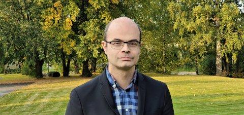 FIKK UBEHAGELIG E-POST: SV-politiker, forfatter og historiker Hans Olav Lahlum melder seg inn i rekken av politikere som har fått meldinger med høyreekstremt innhold.