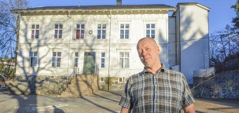 Velkommen tilbake: Rektor John Johansen ved Tvedestrand Skole gjør alle foreldre oppmerksom på at skolegang ikke er frivillig. Men skolen ønsker å tilrettelegge for hjemmeundervisning av barn i risikogruppen.
