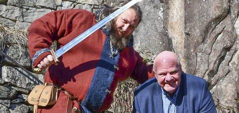 Vårmarked: Vikingene serverer ekte vikingsuppe i gågata. I juni blir det vikingmarked i Lunden, og da er planen å avsette ordfører Jan Dukene.