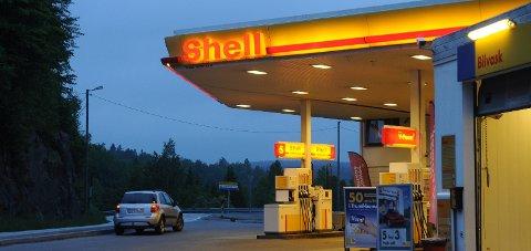 Tvedestrand: En ansatt ved Shell i Amtmannsvingen har testet positivt på korona. Arkivfoto