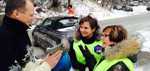 Pengar: Tidlegare samferdselsminister Ketil Solvik-Olsen møtte aksjonistar i Kvamskleive. Foto: Geir Helge Skattebo