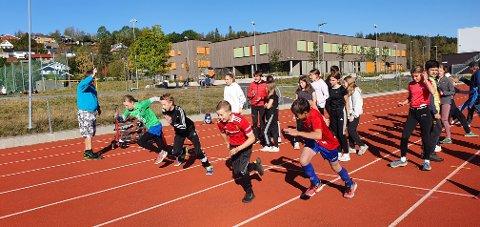 GA ALT: 7. klassingene sparte ikke på kreftene. Her har et heat akkurat startet på 60 meter.