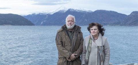 Bekymret: Den tyske turisten Matthias Müller-Eissfeldt og Tingvoll-ordfører Milly Bente Nørsett er bekymret for at turister ikke lenger skal se på Nordmøre som rent og urørt.