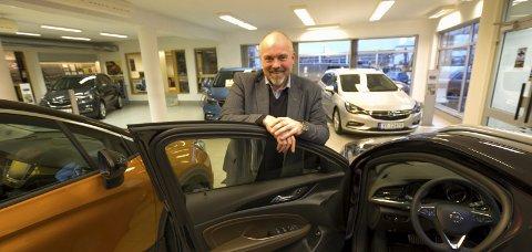 Nye O.P. Fure AS: Daglig leder Chriss Espen Marken kan glede seg over at Opel klatrer oppover på salgslistene. Bilsalget i oktober viser svært hyggelige tall for hele bransjen.
