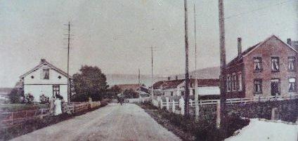 Solbergelva: Torsdag blir det vist gamle postkort fra Solbergelva i Verkstedet kl. 19.00.