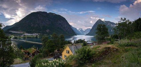 OPPGRADERING: Kjøsnesfjorden bru skal få ei oppgradering, og brua blir stengt i fleire dagar.