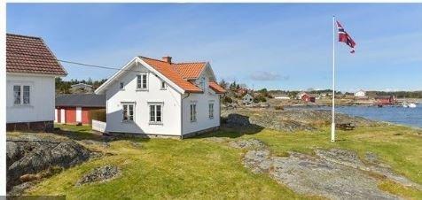 Denne praktfulle eiendommen i Henry A Larsens vei 170 på Herføl er nettopp solgt.Summen er foreløpig ikke kjent, men takst var 12,5 mill.