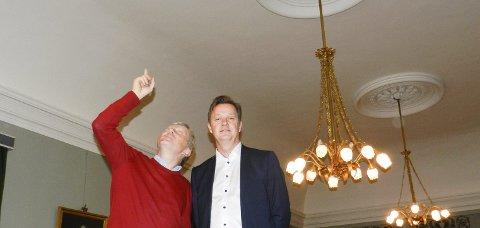 EN KJEMPEJOBB: Halden Klubs administrerende direktør Truls Breda (tv) og banksjef Jørn Berg i Berg sparebank inne i spisesalen. Nå er det ikke lenger fare for å få malingsflass i hodet.