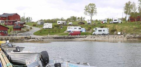 FOR SALG: Sjøbakken fiskecamping i Leirfjord har fått nye eiere etter å ha ligget ute for salg en god stund.